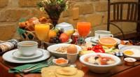 Vrei să ai parte de o zi plină de reușite? Atunci nu sari peste micul dejun! Energia pe care ți-o dă cea mai importantă masă a zilei este secretul oricărei zi de succes!