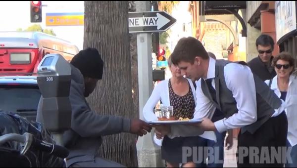 Acest videoclip este descris prin următoarele 2 cuvinte: respect şi omenie!