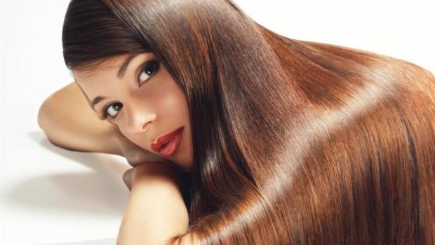 Nu lăsa ploaia şi umiditatea să îţi strice coafura! Dacă ai părul tern şi lipsit de viaţă, foloseşte următoarea masca ce îi va reda rapid strălucirea.