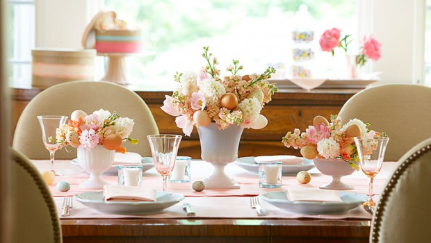 Idei ce vă vor ajuta să vă impresionaţi invitaţii cu aranjamentul masei de Paşte.