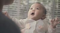Tehnologia nu va înlocui niciodată o atingere, o îmbrățișare, un sărut...Acest videoclip îți va aduce cu siguranţă zâmbetul pe buze!