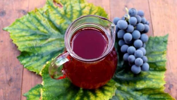 De ce să bem must doar la culesul viilor, când putem să îl preparăm în orice zi și la blender? În acest fel putem beneficia mai mult timp de proprietățile multiple ale acestui suc delicios!