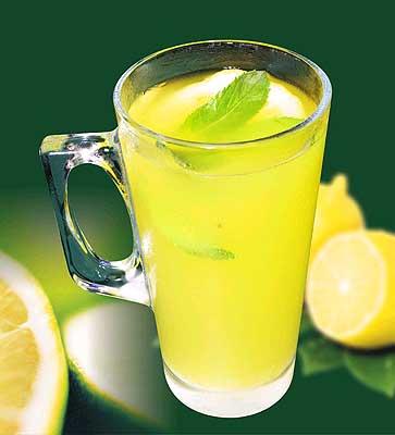 Top 3 băuturi care te ajută să obții un abdomen plat