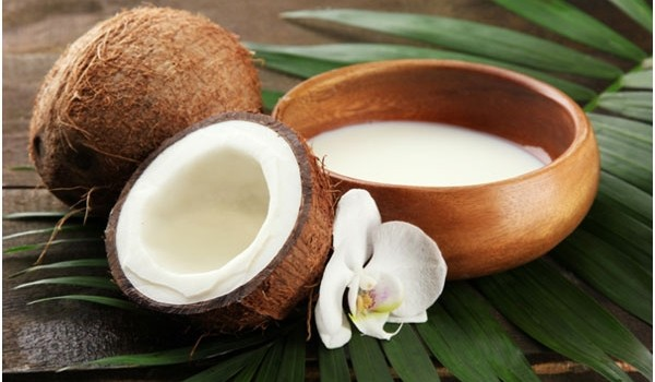 Nu o să-ți vină să crezi cât de ușor se prepară laptele de cocos acasă. Încearcă și tu această rețetă și astfel vei evita produsele pline de chimicale din comerț!