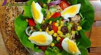 Această salată este extrem de gustoasă, se prepară rapid și este de ajutor persoanelor care doresc să slăbească sănătos!