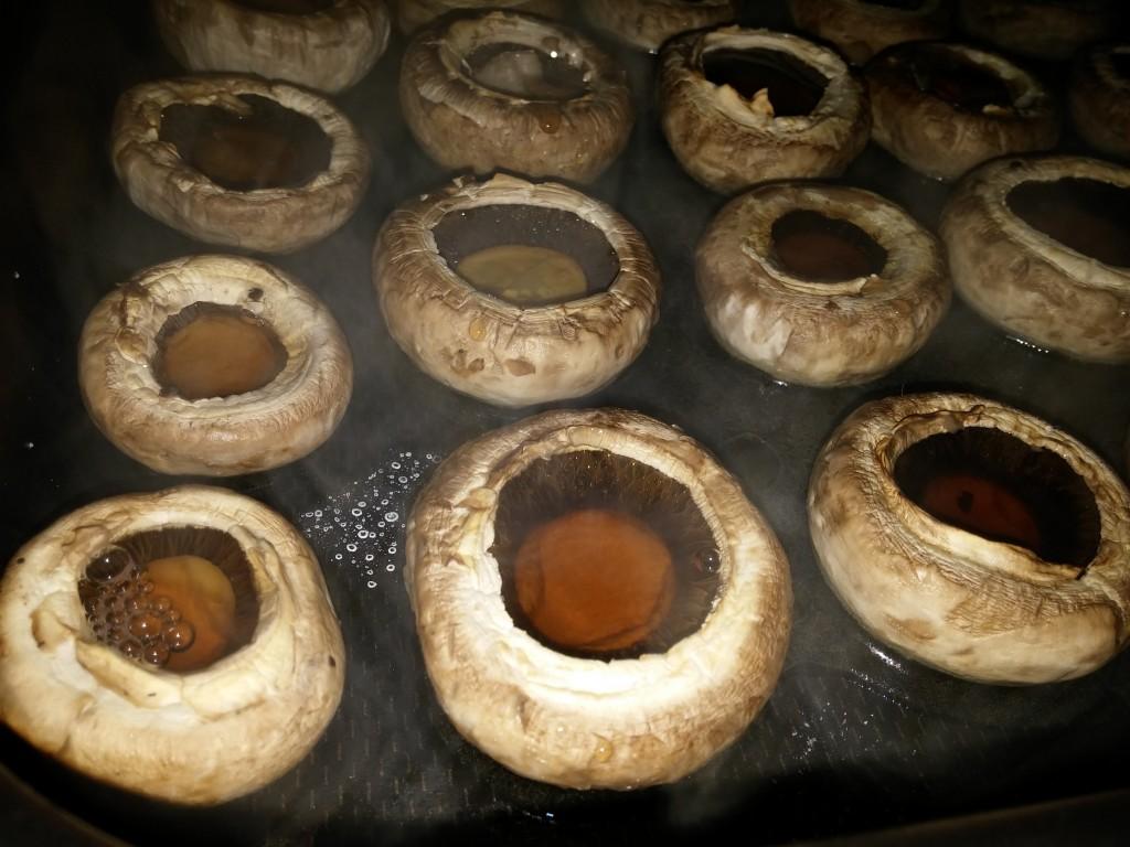 Ciuperci umplute cu legume - rețetă de post