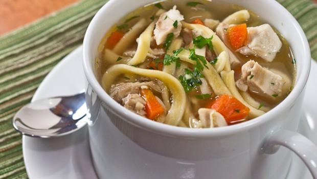 Mirosul îmbietor al acestei supe îi va strânge pe toți cei dragi în jurul mesei. Este foarte gustoasă și se prepară rapid. Încearc-o și tu!