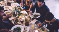 Cine spune că nu poți organiza o masă bogată de Sărbători, atunci când nu ai prea mulți bani? Ține cont de următoarele sfaturi și astfel te vei încadra în bugetul de care dispui!