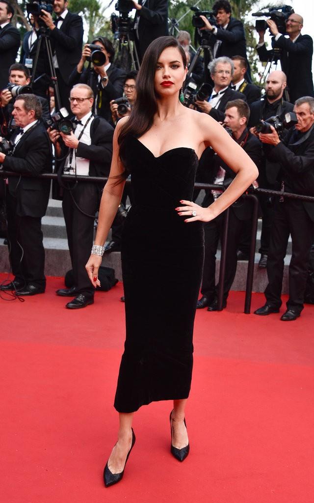 Adriana-Lima tinuta Cannes