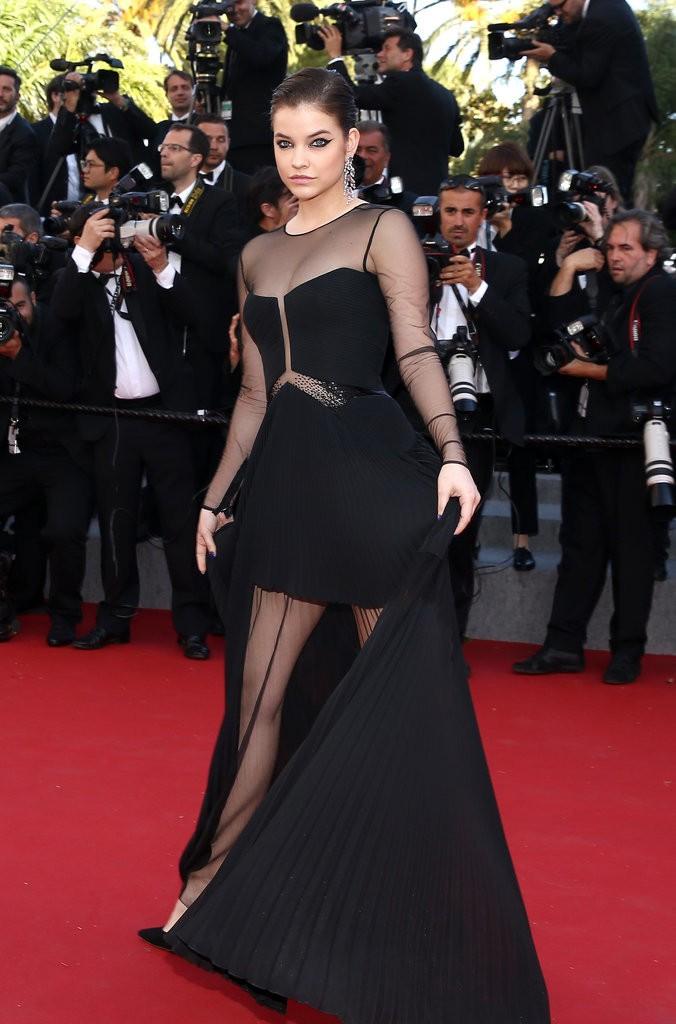 Barbara-Palvin tinuta Cannes