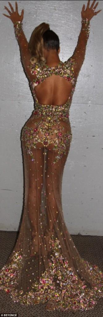 Beyonce si-a socat fanii cu tinuta de la gala Met-1