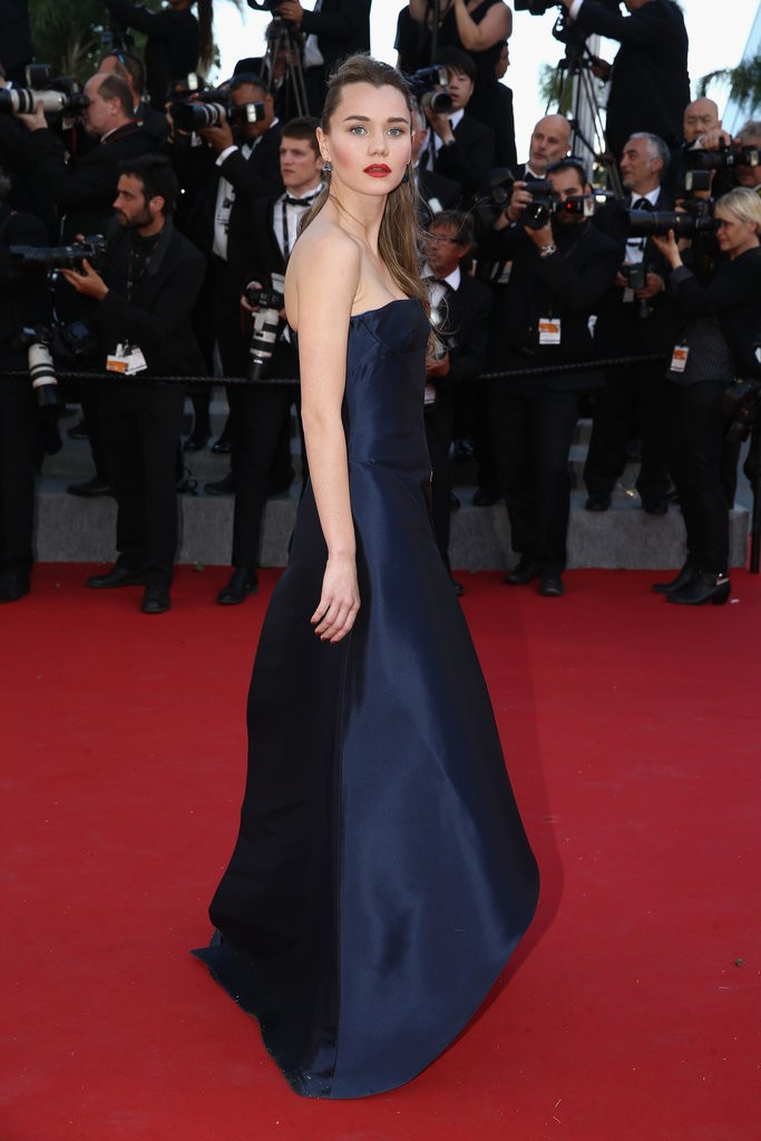 Imogen-Waterhouse tinuta Cannes