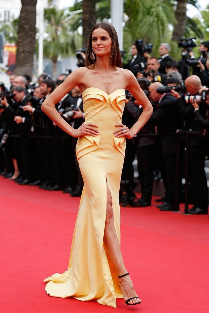 Izabel-Goulart tinuta la Cannes