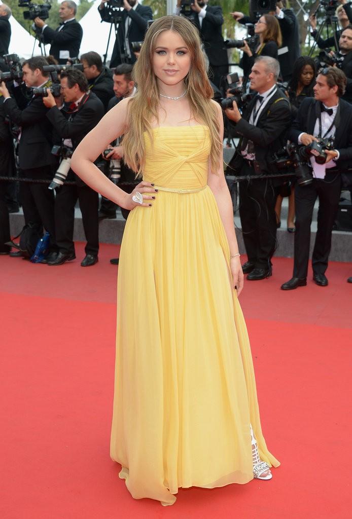 Kristina-Bazan tinuta Cannes