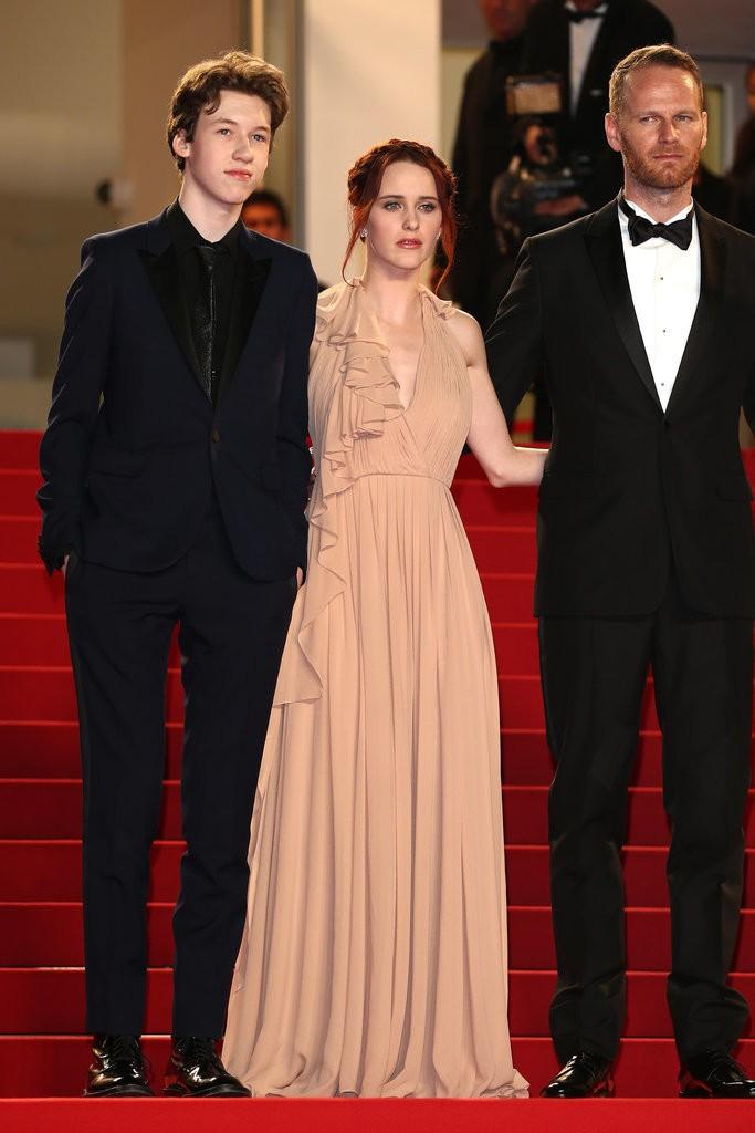 Rachel-Brosnahan tinuta Cannes