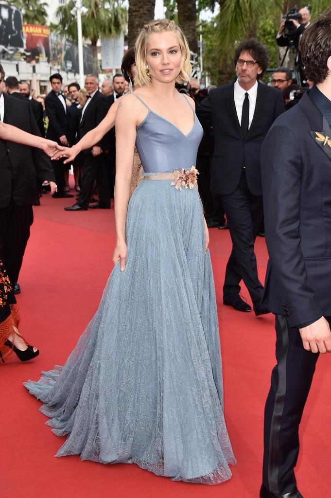 Sienna-Miller tinuta Cannes