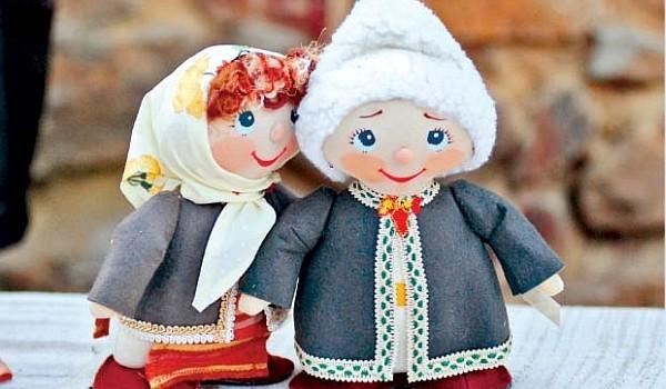 Nu vom lăsa ca Dragobetele sau Cupidonul nostru românesc să fie umbrit de occidentalul Valentine's day și astfel vă vom prezenta cele mai frumoase tradiții ale acestei zi de sărbătorire a iubirii.