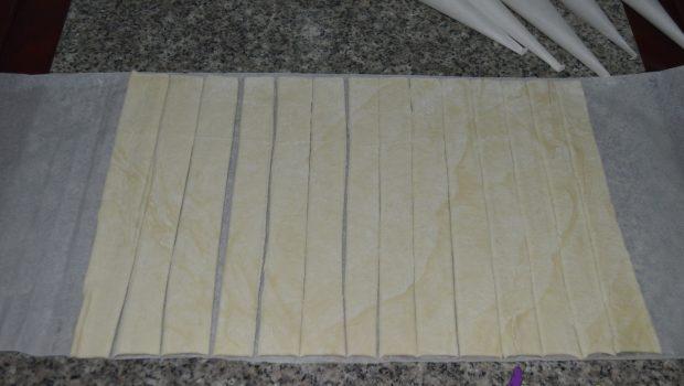 Rețeta rapidă de rulouri/cornete din foietaj cu cremă de vanilie
