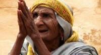 În această poză un pastor a fost surprins plângând şi implorând ajutorul pentru persoanele sărmane.