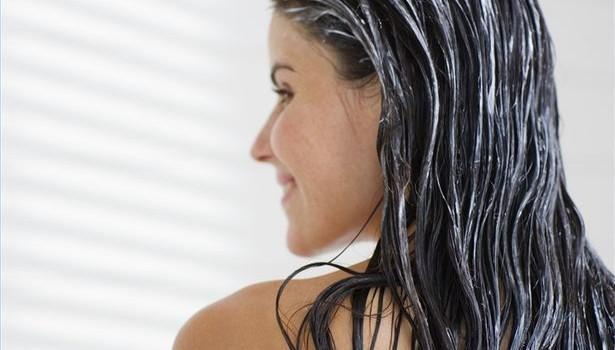 Te-ai fi gândit vreodată că balsamul de păr te poate scăpa de scârţâitul unei uşi? Dar la scoaterea unui inel blocat pe deget?