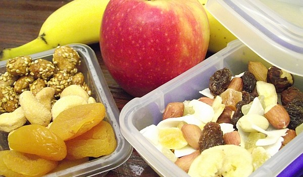 Iată ce trebuie să mănânci la serviciu pentru a nu ceda tentației de a consuma ceva dulce! În plus, aceste gustări sănătoase țin la distanță stresul și oboseala.