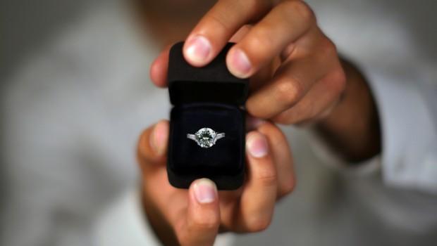 Te-ai hotărât să o ceri în căsătorie, însă nu știi ce model de inel să-i alegi? Următorul articol îți va fi de mare folos!
