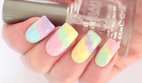 Nuanțele pastelate îți vor scoate unghiile din anonimat. Încearcă și tu aceste modele ușor de realizat și ideale pentru Sărbătorile de Paște!