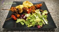 Indiferent că alegi să le prepari la cuptor sau pe grătar, aceste frigărui îți vor desfăta papilele gustative, ca să nu mai vorbim despre cartofii noi copți în coajă!