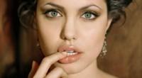 Dacă nu te afli printre norocoasele deținătoare ale unor buze senzuale a la Angelina Jolie, apelează la următoarele trucuri. Vei atrage toate privirile cu buzele tale voluptoase!