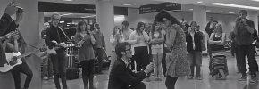 O cerere de căsătorie inedită într-un aeroport